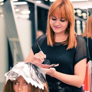 Фотография с занятий по парикмахерскому искусству